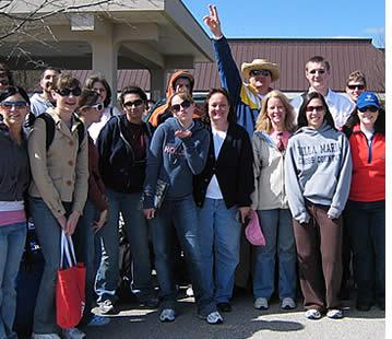 Skolgrupp från Pennsylvania som kommer till vår skola varje år. Gruppledaren har många utmaningar när man organiserar ett spanskprogram för skolgrupper utomlands